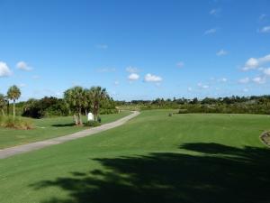 Sonniger Golfplatz