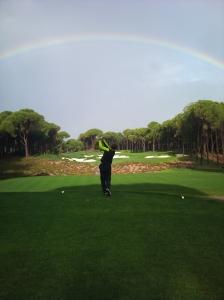 Golfer unterm Regenbogen